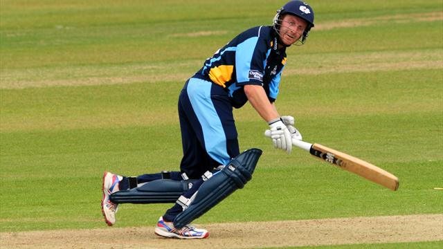 Opening pair set up Yorkshire win
