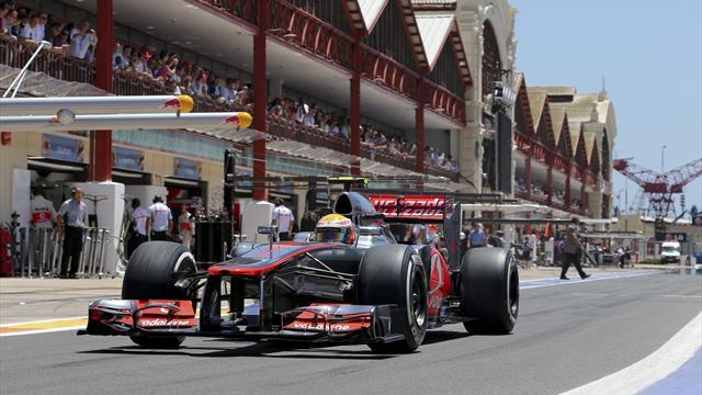 Stewards probe Hamilton 'block'
