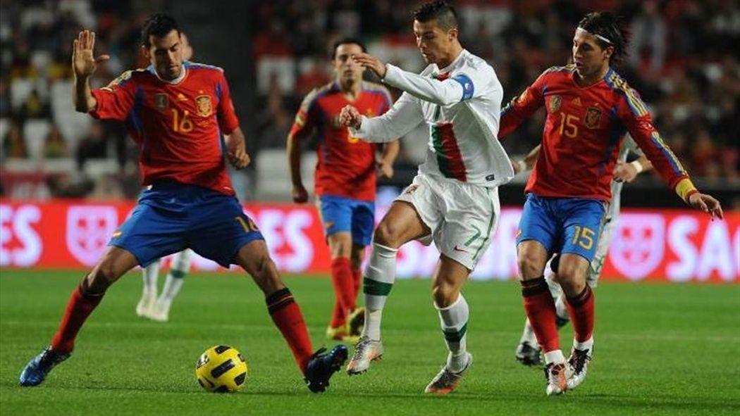 Картинки по запросу фото играют Испания-Португалия