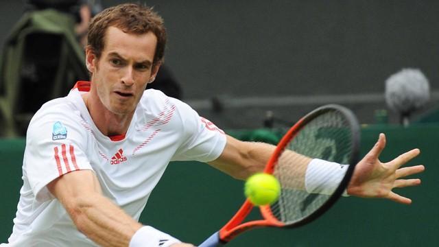 Murray destroys Davydenko at Wimbledon