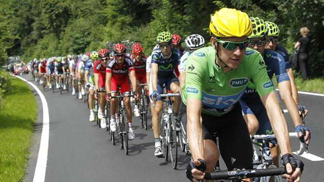 Team Sky keep Wiggins out of trouble