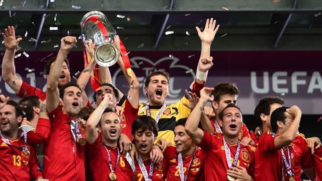 Historic Spain hammer Italy to win Euro 2012