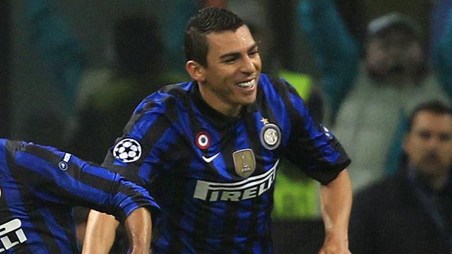 Juventus close in on Lucio
