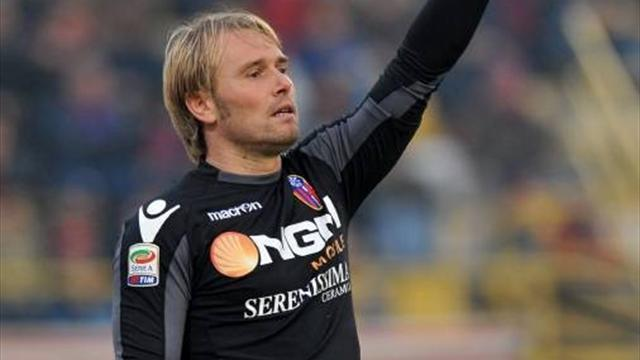 Gillet quits Bologna for Torino