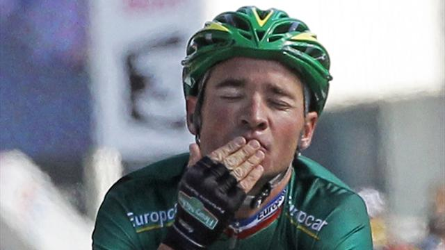 Voeckler wins stage 10 in style