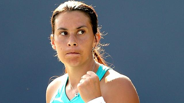 Bartoli remains on course in Stanford