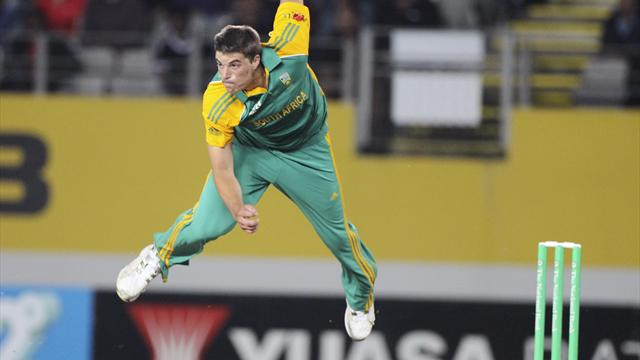 De Lange tour over due to back injury