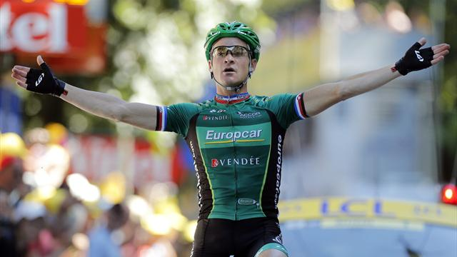 Voeckler solos to superb stage 16 win