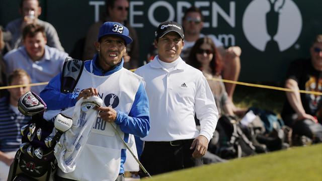 Tevez caddies for Romero at Open