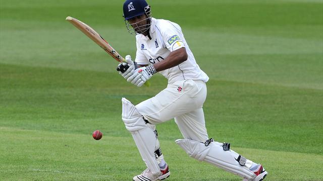 Warwickshire make steady start
