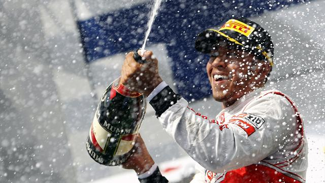 Hamilton holds off Raikkonen to win in Hungary