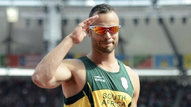 Pistorius breaks 200m world record at Paralympics