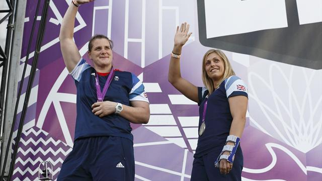 Gibbons won Olympic silver with broken thumb