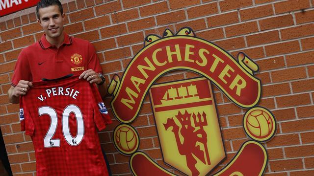 United complete Van Persie deal