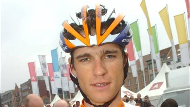 Bos retains Veenendaal title