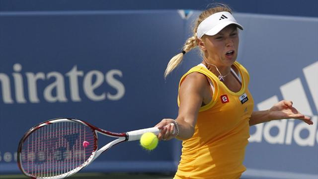 Wozniacki eases through in New Haven