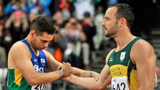 Oliveira stuns Pistorius in Paralympic 200m