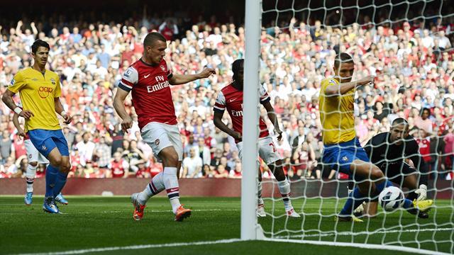 Arsenal put six past Southampton