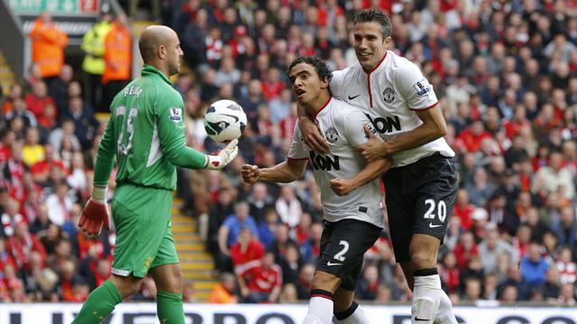 Van Persie fires United past 10-man Liverpool