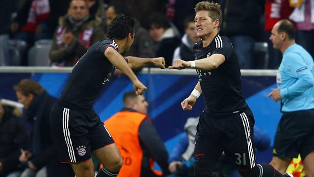 Pizarro leads Bayern to easy win over Lille