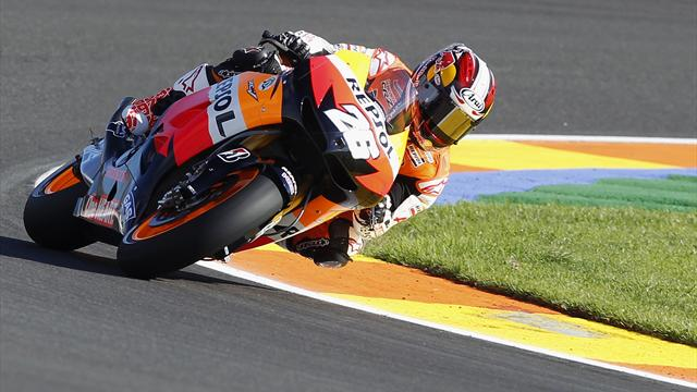 Pedrosa takes pole with lap record