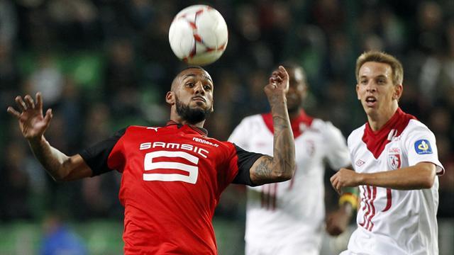 Mvila suffers knee injury