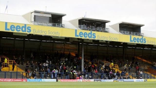 Leeds hand Vickery 12-month deal