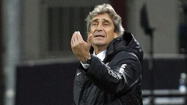 Malaga scrape through, Mourinho whistled