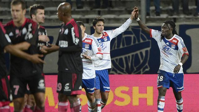 Lyon pulvérise l'OM et détrône le PSG