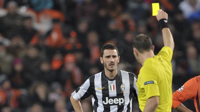 Juventus defender Bonucci banned for dive