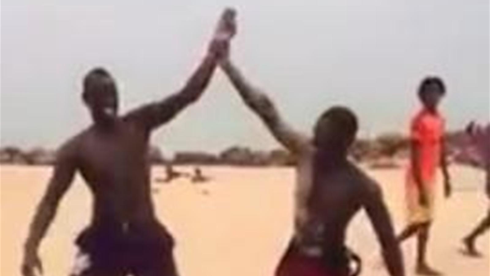 Psg mamadou sakho se teste la lutte s n galaise for Interieur sport lutte senegalaise