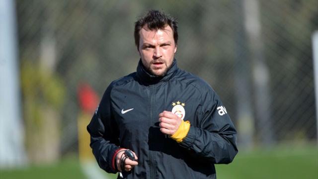 Galatasaray'a Ujfalusi'den kötü haber