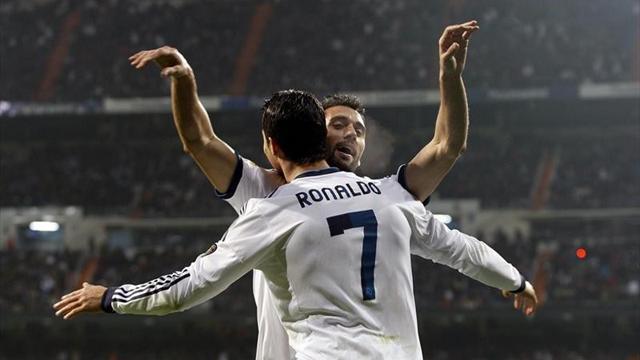 Arbeloa y Cristiano Ronaldo celebran un gol