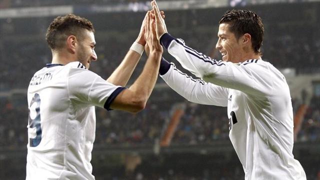 Benzema y Cristiano Ronaldo celebran un gol al Celta