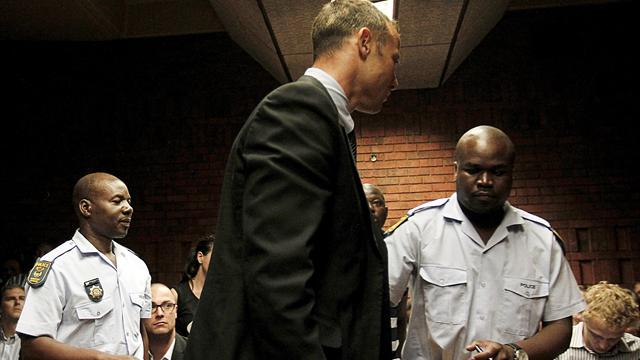 Pistorius 'tried to revive dying Steenkamp'