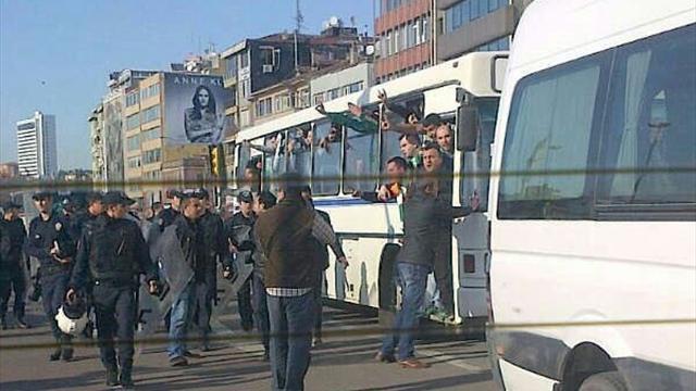 Bursaspor taraftarı Kadıköy'de olay çıkardı