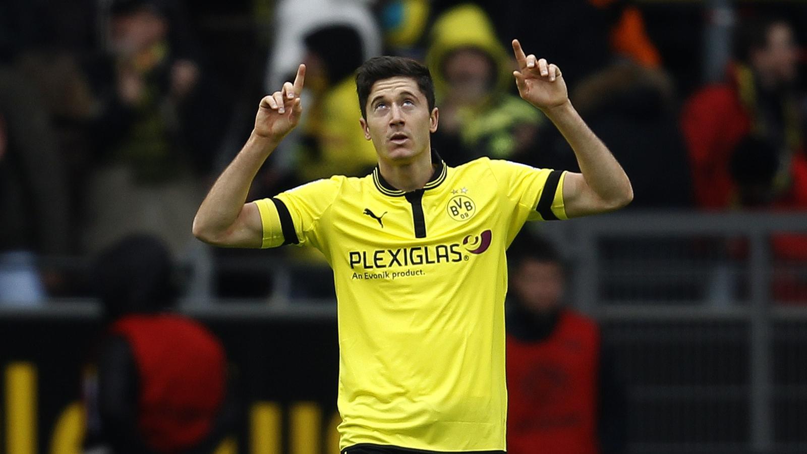 Borussia Dortmund s Robert Lewandowski celebrates a goal against    Lewandowski Celebration