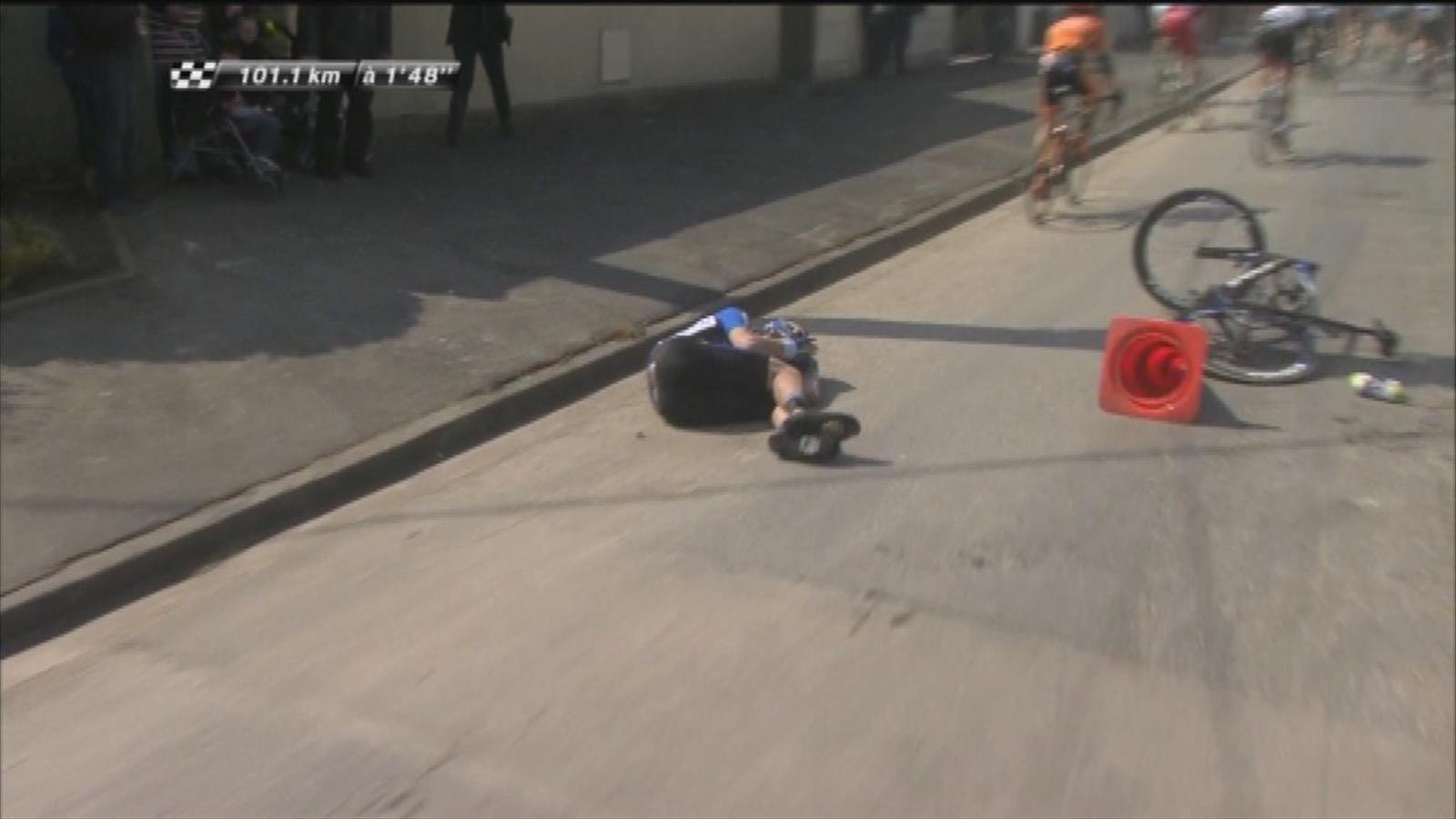 Paris - Roubaix : Zakari Dempster crashed - Eurosport