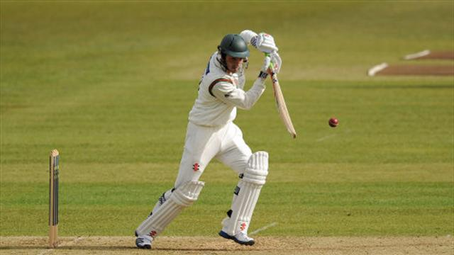Foxes dig in against Hampshire