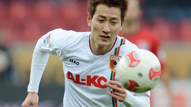 Dong-Won Ji erzielt für Augsburg beide Tore