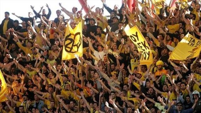 L'AEK Athènes perd trois points à cause de ses fans