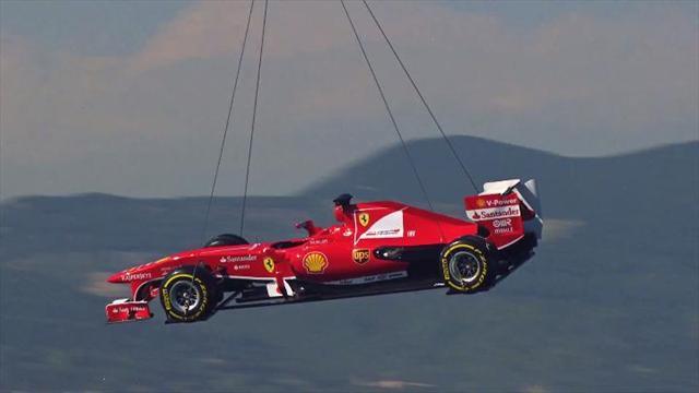 La Ferrari arriva a Barcellona in elicottero