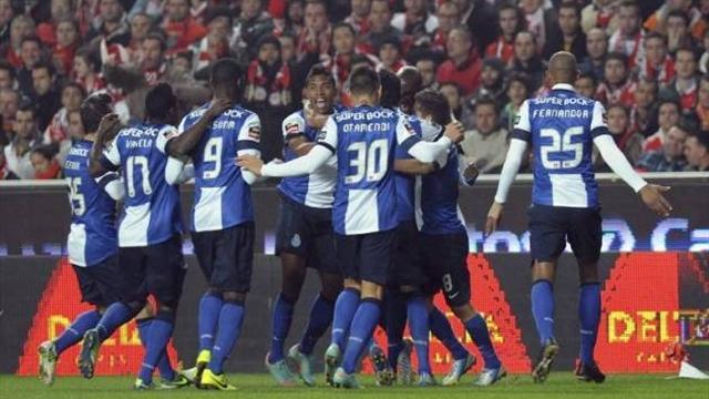 Last gasp winner puts Porto on verge of title