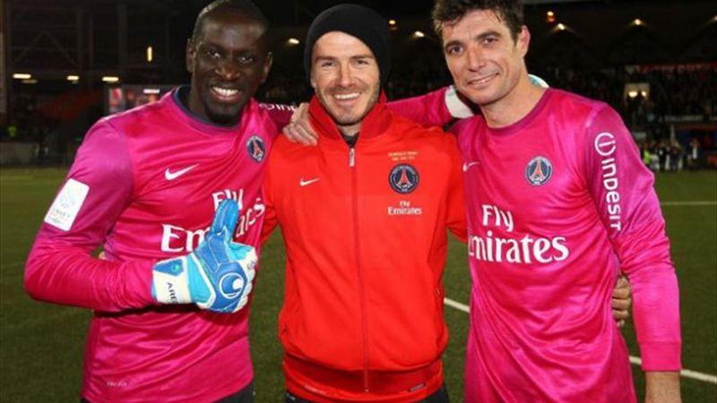 Mamadou Sakho, le nouveau portier du PSG en compagnie de David Beckham et du quatrième gardien du PSG, Ronan Le Crom.