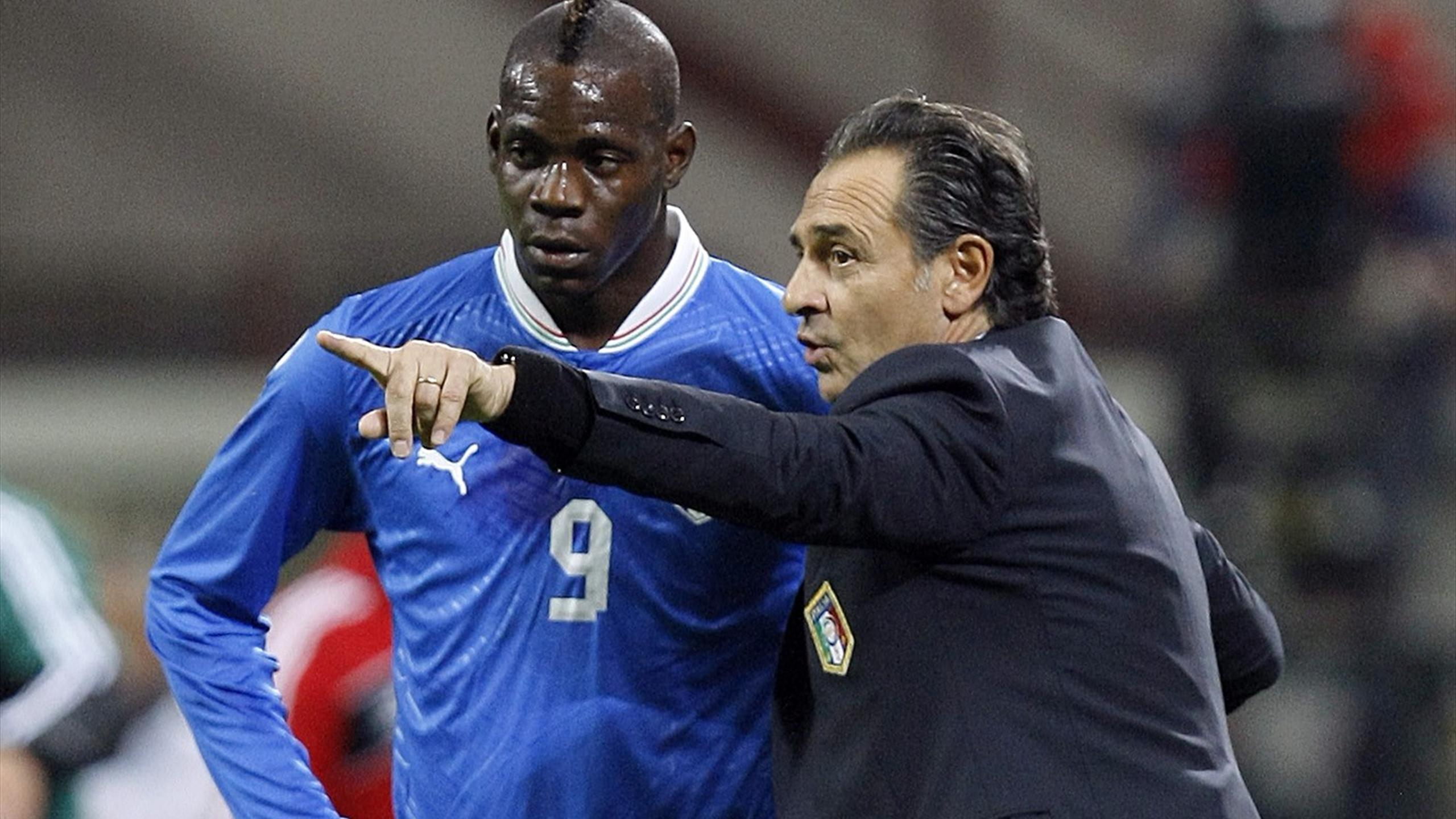 Cesare Prandelli, Mario Balotelli (Reuters)