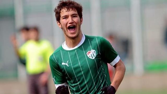 İlk transfer çalımı Galatasaray'a
