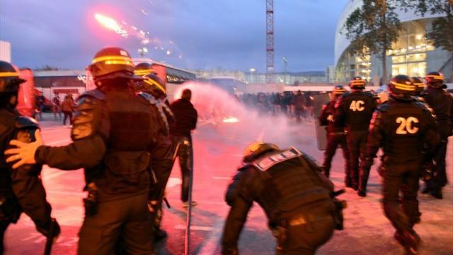 Fra incidenti ed invasioni di campo, follia nelle amichevoli Cagliari-Pogon e Brescia-Vojvodina