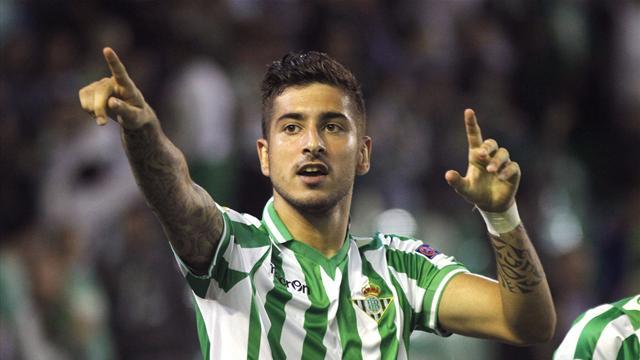 Álvaro Vadillo celebra uno de los goles con el Betis