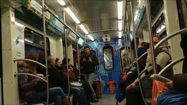 Олимпийский поезд украсил метро