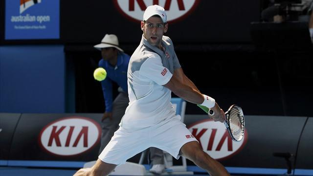 Djokovic zorlanmadan turladı!
